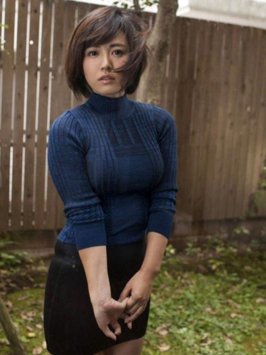 着衣巨乳のエロ画像:ニット4