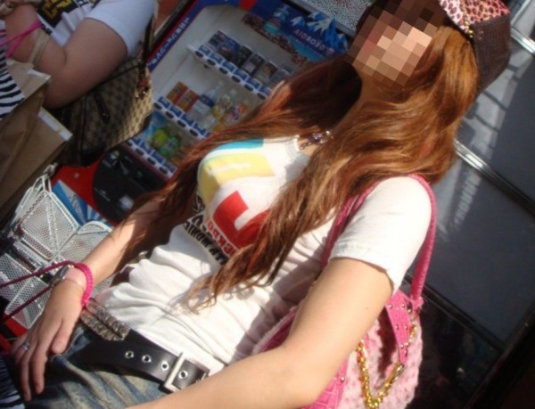 夏は着衣巨乳好きの天国!抜ける着衣巨乳・着衣爆乳画像(約200枚)