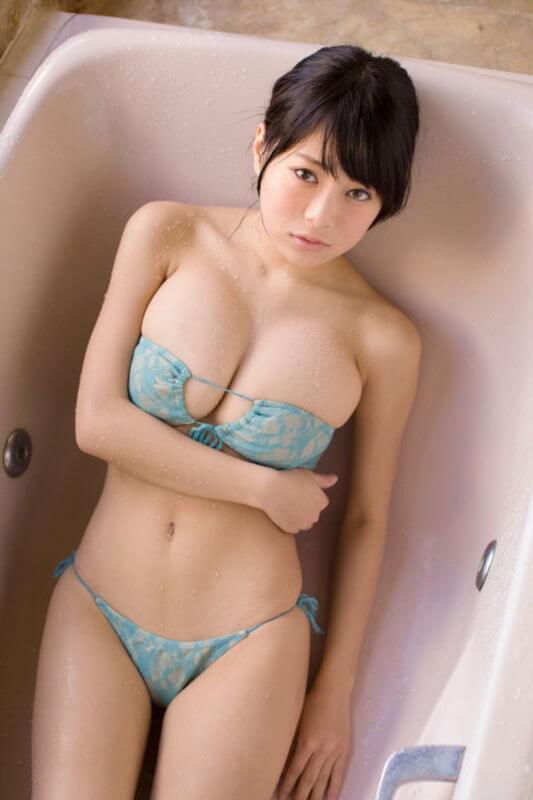 爆乳_ RaMuのエロ画像:19~20cm巨根(グラビアアイドルのバストを巨根換算)