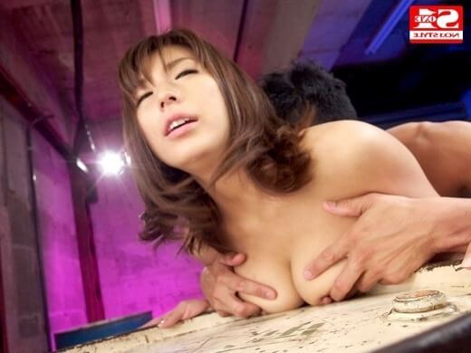 巨乳の乳揉みセックス画像