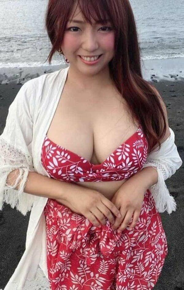 Gカップの巨乳女子の画像