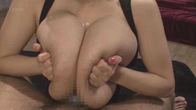 巨乳&爆乳の抜けるパイズリ画像